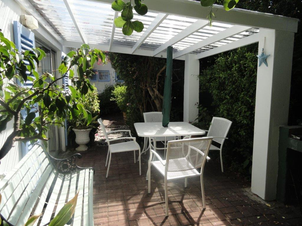 Self Catering In Hermanus The Garden Cottage Eastbury